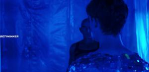 Блестки в голубой комнате